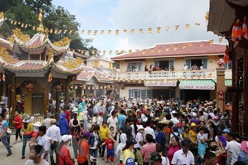 Tung_bung_khai_mac_Hoi_xuan_nui_Ba_Den__tinh_Tay_Ninh_nam_Mau_Tuat