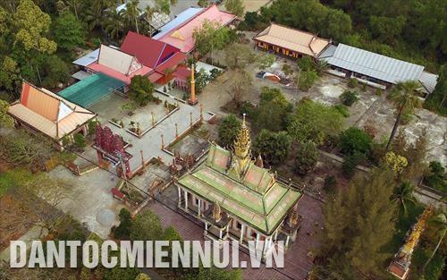 Cham_lo_don_Tet_co_truyen_Chol_Chnam_Thmay_cho_ho_ngheo_dan_toc_Khmer_o_tinh_Kien_Giang