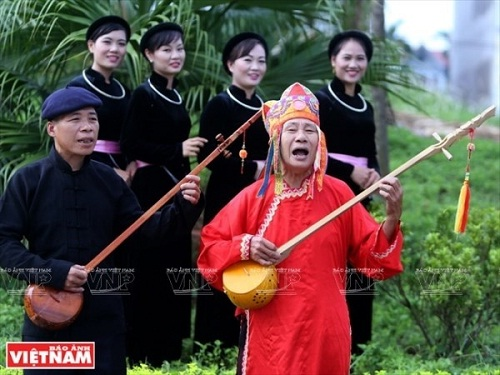 Ket_hop_tim_hieu_di_san_Then_voi_kham_pha_cao_nguyen_da_Dong_Van