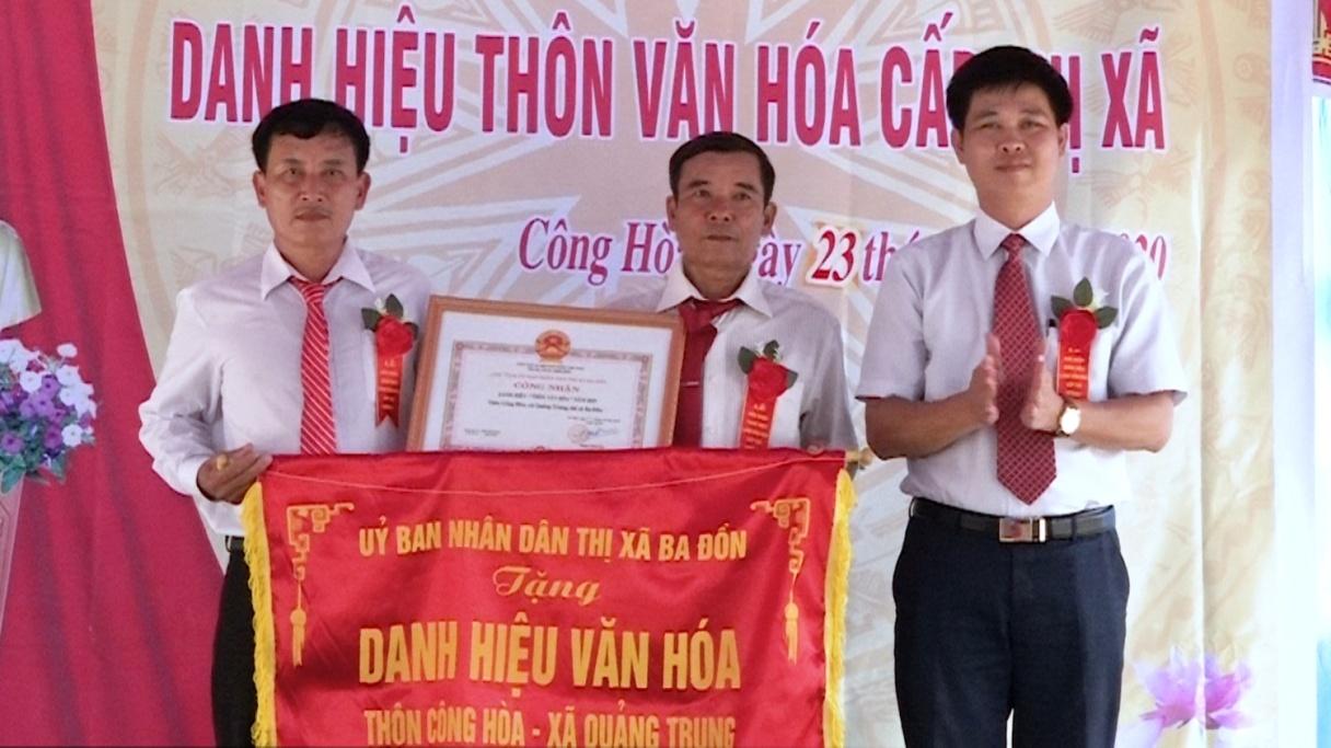 Khu_dan_cu_vung_giao_thon_Cong_Hoa__xa_Quang_Trung__thi_xa_Ba_Don__tinh_Quang_Binh_don_nhan_danh_hieu_thon_van_hoa_cap_thi_xa