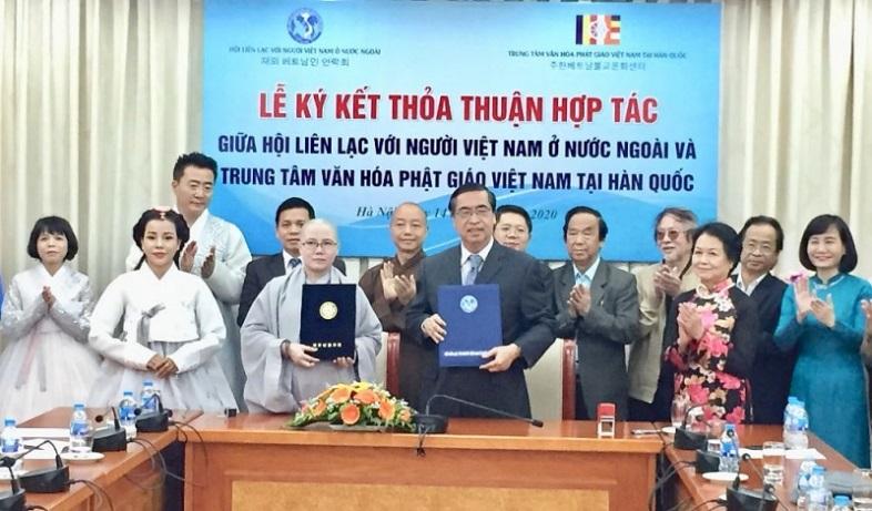 Them_cau_noi_giup_nguoi_Viet_tai_Han_Quoc_gan_bo_voi_dat_nuoc